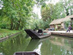 Amiens barque des Hortillonnages  - Amiens — Wikipédia Amiens, Travelling, River, Gardens, Landscapes, Places, Rivers
