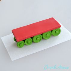 Crumb Avenue - Easy to follow cake topper tutorials   Tutorials   Henry from Thomas & Friends Thomas Birthday Cakes, Thomas Cakes, Cake Topper Tutorial, Fondant Tutorial, Thomas The Tank Cake, Thomas And Friends Cake, Fondant Toppers, Eat Cake, Cake Decorating