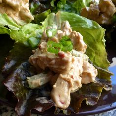 Cold thai lettuce wraps: Quick, easy dinner with peanut sauce and chicken or tofu.