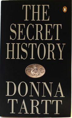 The Secret History by Donna Tartt. Suomeksi Jumalat juhlivat öisin. Jäin junasta, kun tämä julkaistiin, joten nyt lukuun mahdollisimman pian.