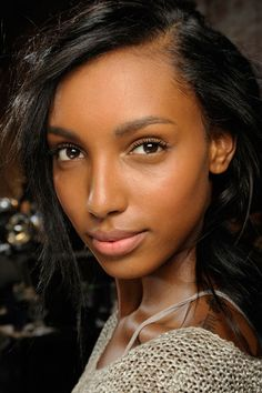 Five Awesome Foundations for Dark-Skinned Girls