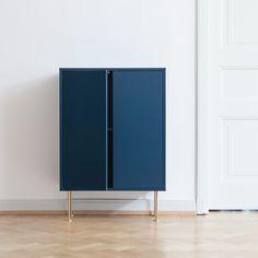 Vogue skab 64, mørkeblå i gruppen Møbler / Opbevaring / Skab & Sideboards hos ROOM21.dk (132571)