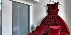 Maison Moschino (Milan,Italy): In Prestige Dream rooms, a velvet headboard creates the effect of sleeping on a plush ballgown. Moschino, Showroom, Armani Hotel, Unique Headboards, Milan Hotel, Red Velvet Dress, Hotels, Glamour, Bordeaux