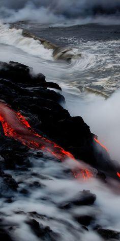 volcano lava // kilauea hawaii