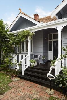 Ideas For Exterior House Colors Weatherboard Front Porches Exterior Paint Schemes, Exterior Paint Colors, Paint Colors For Home, Exterior Design, House Paint Colours, Black House Exterior, House Paint Exterior, Bungalow Exterior, Exterior Stairs