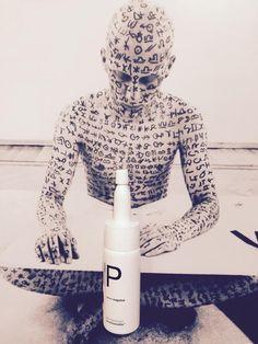 L'embellissement du corps par le tatouage est une forme d'expression mais cela peut être considéré par certains comme un mouvement artistique, un élan partant du plus profond de nous-même afin de dévoiler aux yeux de tous notre âme au travers de la peau... Le sérum Primum est aussi un dialogue, le dialogue de la peau