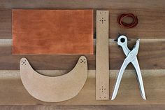 Original hand-Bowen: handmade tutorial: DIY leather caps Tutorial - Hand off, hand-sharing community life Diy Leather Visor, Diy Leather Goods, Leather Hats, Leather Craft, Straw Visor, Visor Hats, Leather Accessories, Leather Jewelry, Diy Leather Projects