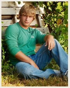 senior picture ideas for guys | Nice guy's senior portrait.