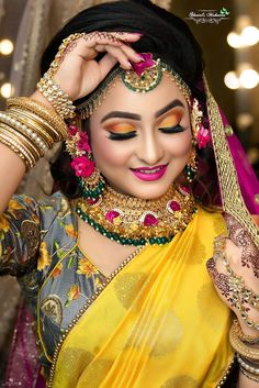 Fulfill a Wedding Tradition with Estate Bridal Jewelry Bridal Makeup Images, Bridal Makeup Looks, Bride Makeup, Bridal Looks, Wedding Couple Poses Photography, Bride Photography, Indian Wedding Photography, Wedding Poses, Indian Bridal Photos