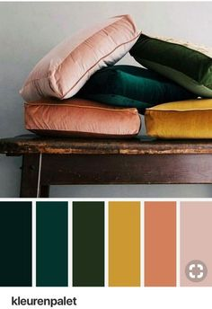 Mustard peach and emerald color palette and mustard color palette. LITERALLY the color palette I'm going for in the living room, dining room and kitchen! Palette Verte, Corner Deco, Deco Rose, Emerald Color, Emerald Green Decor, Blog Deco, Color Stories, Bedroom Colors, Bedroom Color Schemes