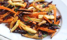 Ovnsbakte rotgrønnsaker som er knasende sprø! (230 gr varmluft) Vegetable Dishes, Japchae, Nom Nom, Food And Drink, Vegetables, Ethnic Recipes, Veggies, Vegetable Recipes