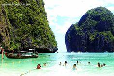 Gente nadando en Maya Bay #Tailandia