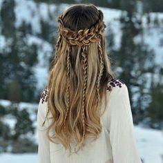 Adorable bride hairstyle