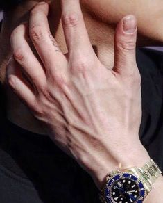 Park Chanyeol Exo, Exo Chanyeol, Kyungsoo, Pretty Hands, Beautiful Hands, Hand Veins, Hot Hands, Hand Pictures, Daddy Aesthetic