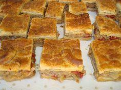 Fuente: empanadasyhornazos.com   Vamos a preparar una empanada para 12 personas   Necesitamos   Para el relleno   200 gramos de cebolla en...