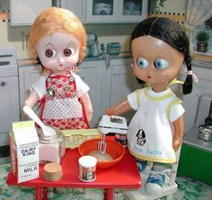 Dedo doll Eliza Jane and Peggy Sue Baking Cookies