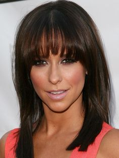 Jennifer Love Hewitt rounded bangs: http://beautyeditor.ca/2014/06/20/best-bangs-for-inverted-triangle-face-shape/