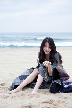 IU Korean Singer and Actress Korean Beauty, Asian Beauty, Korean Girl, Asian Girl, Beau Gif, Idole, Foto Pose, Korean Actresses, Korean Celebrities