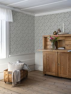 The wallpaper Högstatorpet - from Duro is a wallpaper with the dimensions . The wallpaper Högstatorpet - belongs to the popular wallpaper collect Transitional Wallpaper, Swedish Cottage, Beautiful Interior Design, Bedroom Vintage, Scandinavian Home, My New Room, Cozy House, Home Living Room, Interior Decorating