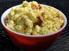 I must try this to see if it tastes anything like my Aunt De's potato salad...look a lot like it
