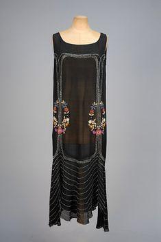 POLYCHROME FLORAL BEADED DRESS, 1920s.
