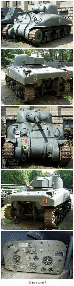 """Tanque medio M4A1 Sherman """"Grizzly"""" del 1r regimiento polaco acorazado / 10ma Brigada blindada de la calvalería / 1ra división acorazada polaca. El símbolo del diamante en el lado y la parte posterior de la torreta nos dice que es parte del cuartel general Regimental Debería haber sido rojo porque el azul del color fue utilizado generalmente para el 24.o regimiento polaco de los lanceros - Localización: Museo polaco de la guerra en Varsovia."""