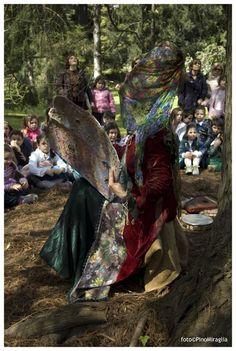 Il popolo del bosco Il popolo del bosco - I Teatrini regia Giovanna Facciolo foto@PinoMiraglia — presso Orto Botanico di Napoli.
