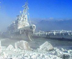 Nave fantasma congelada.