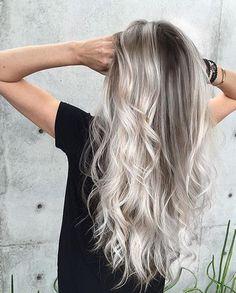 El rubio platinado ¡está por salir!, el Ash Blonde para el cabello es la nueva tendencia para ésta temporada mira algunos looks y dale una oportunidad.