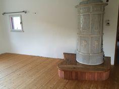 e anche il pavimento della sala colazioni e soggiorno è posato!! wooden floor breakfast room Communal Kitchen, Toilet Room, B & B, Bed And Breakfast, Family Room, Family Rooms, Living Room, Drawing Room