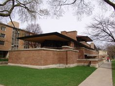 Museu Solomon Robert Guggenheim Emblemático, extravagante e exótico, Frank Lloyd Wright foi um arquiteto arrojado no seu tempo e na história. Casas em cima de água, na pradaria, igrejas de linhas i…