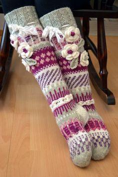 Viikon ahkera näpertely | Kardemumman talo | Bloglovin' Leg Warmers, Knit Crochet, Socks, Legs, Knitting, Crocheting, Fashion, Tricot, Crochet