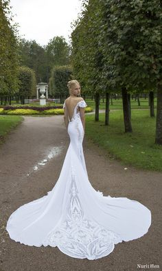 Nurit Hen Ivory and White 2017 Wedding Dresses / http://www.himisspuff.com/nurit-hen-ivory-and-white-2017-wedding-dresses/3/