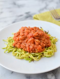 How to make Zucchini Noodles! Plus a recipe for healthy, high-protein vegan lentil bolognase