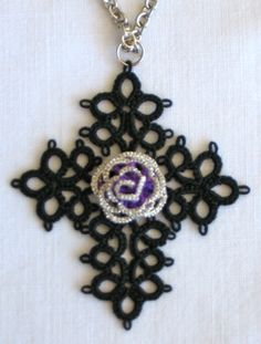 Judith Connors' variation of Jeanne Lugert's  cross with rose of split rings: note metallic edge