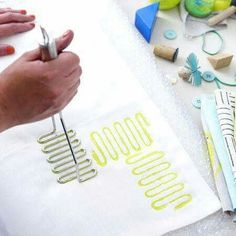 Potato masher! a whisk, spatula and other tools could work great, too! Pintura tela
