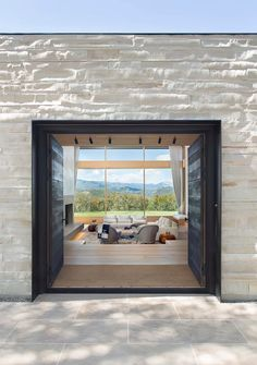 Architecture and interior design firm Rowland + Broughton, has designed the modern renovation of a family house in Aspen, Colorado. Residence Architecture, Modern Architecture, Architecture Photo, Hidden Lighting, Sunken Living Room, Living Rooms, Family Rooms, 1960s House, Aspen House