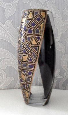 Купить или заказать Ваза 'Волшебное деревце' - 2 в интернет-магазине на Ярмарке Мастеров. Стеклянная ваза расписана в точечной технике. Прелестный подарок даме или девушке. Удачно 'впишется' в любой интерьер.