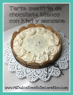 Tarta semifría de chocolate blanco con kiwi y manzana