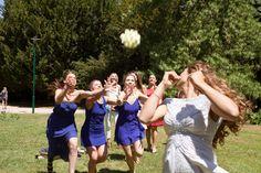 Lancé de bouquet !  par Gentle Studio photographe de mariage.