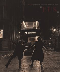 """We're going to jump in front of that bus."" I love the trust John has in Sherlock in this scene. And that Sherlock cares for John so much that he swung him over to be on the side closer to the sidewalk."" I just realized that Sherlock did that! Sherlock John, Sherlock Holmes Bbc, Moriarty, Sherlock Otter, Sherlock Season, Sherlock Series, Benedict Sherlock, John Watson, Johnlock"