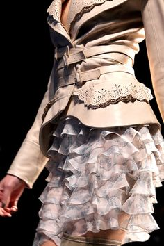Love the Dior Jacket! Then again, I seem to have a love most Dior Jackets ; Couture Fashion, Runway Fashion, High Fashion, Fashion Show, Womens Fashion, Leather And Lace, Leather Jacket, Glamour, Cristian Dior