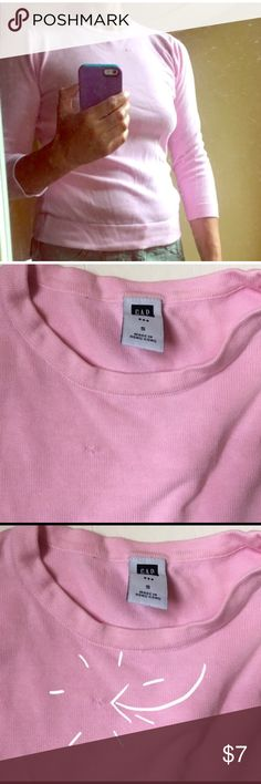 💕Gap cotton sweater 3/4 sleeve cotton sweater.  Excellent condition except for small stitching mark as seen in last photo GAP Sweaters Crew & Scoop Necks