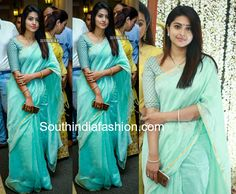 Sneha was recently snapped in a simple blue linen saree paired with matching elbow length sleeves blouse that featured gold bhuttis all over. She finished off her look with straight hair! Sneha sarees actress sneha in sarees, sneha blouse designs Sneha Saree, Handloom Saree, Sabyasachi Sarees, Silk Dupatta, Salwar Kameez, Simple Blouse Designs, Sari Blouse Designs, Indie Mode, Simple Sarees