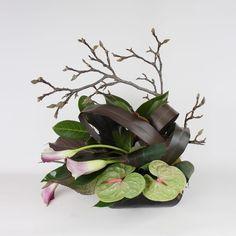 Ikebana, Tropical Floral Arrangements, Modern Flower Arrangements, Art Floral, Deco Floral, Corporate Flowers, Flora Design, Calla, Modern Wedding Flowers