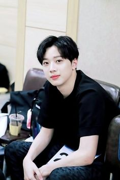 """""""Bad girls are deserved for bad guys"""" Do you ever heard? Cute Korean Boys, Asian Boys, Love At First Sight, First Love, Park Jihoon Produce 101, Rapper, Guan Lin, Lai Guanlin, Handsome Actors"""