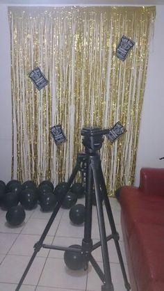 Backdrop for photobooth, Jack Daniels themed party. Golden and black. Karen Martínez.