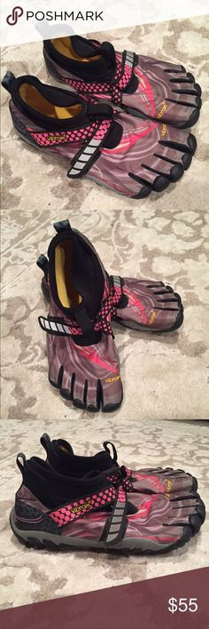 Vibram Five-Fingers winter running shoes Size which fit like an This is how you do barefoot running in the winter/snow. Worn exactly once. Winter Running Shoes, Winter Shoes, Vibram Shoes, Barefoot Running, Five Fingers, Athletic Shoes, Sneakers, Fitness, Fashion Shoes