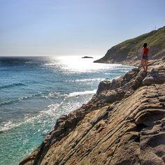 Perto do mar a gente é mais feliz . . Que a nova semana seja cheinhaaa de energia galera! Boa noite  . . :@leo.bittencourt . . #blognossaviagem #viajar #amoviajar #blogmochilando #jornaloglobo #ig_riodejaneiro #riosunset #brazil_repost #meusroteirosdeviagem #viagemeturismo #napraiario #visitbrasil #fantrip #mochileiros #vamospraonde #carioquissimo #pagevibe #sobrelugares #mochilando #viajarépreciso #viajepelobrasil #missaovt #021rio #viagensincriveis #conexaovibe #mturismo #euvounajanela…
