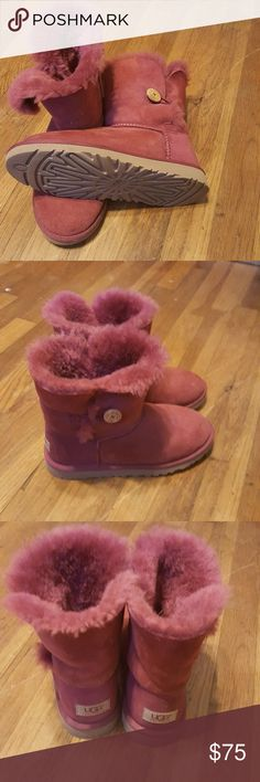 UGG boots size 5 Only worn a few times, SO comfy and warm,  Got so many compliments when I wore them Hard to describe color, kind of  like a raspberry color. Very pretty UGG Shoes Winter & Rain Boots